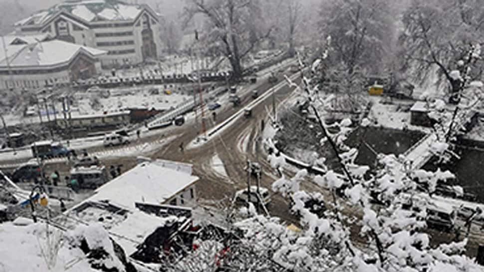 Dry, cold weather in J&K; Srinagar-Jammu highway remains shut