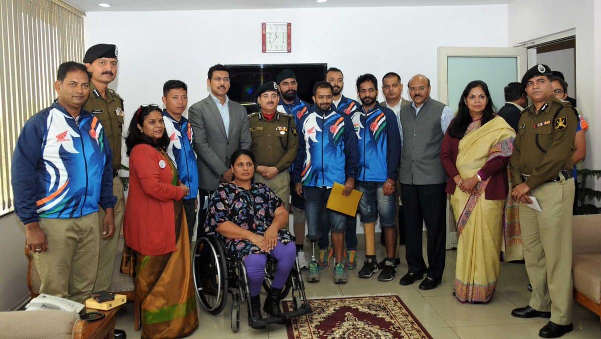 Sport Minister Rajyavardhan Singh Rathore congratulates Indian para-cycling contingent