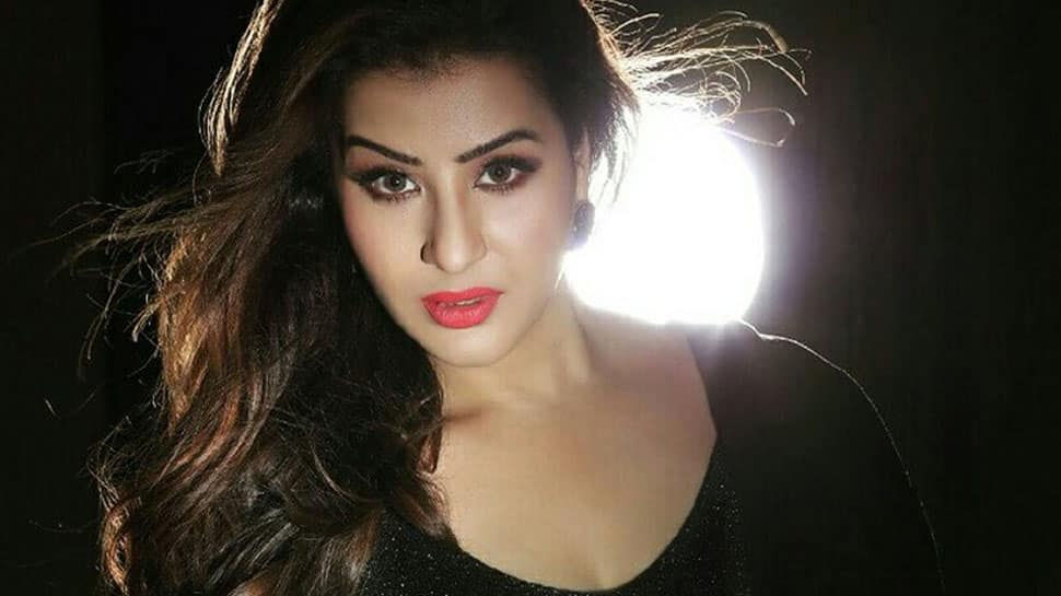 Bigg Boss 11 winner Shilpa Shinde sizzles in black in her latest photoshoot
