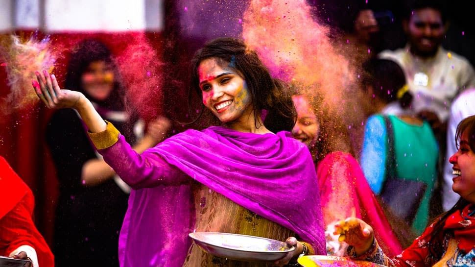 Holi special 2018: Here's how you throw a colourful party at home!
