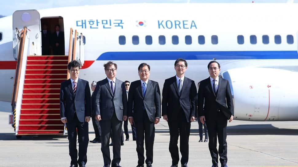South Korean envoys in historic trip to North, meet Kim Jong Un
