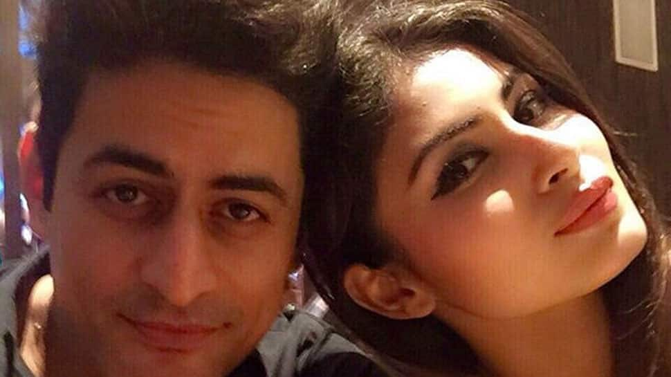 Mouni Roy has her eyes set on Mohit Raina and this pic is proof