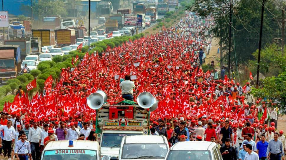 30,000 distressed farmers reach Mumbai, Shiv Sena's Aditya Thackeray offers support