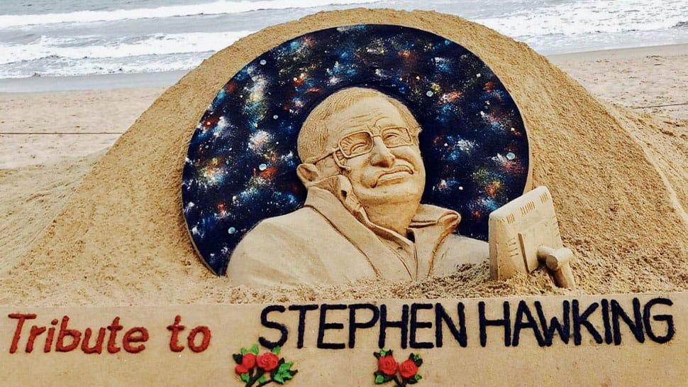 Sudarsan Pattnaik pays sand art tribute to Stephen Hawking—Pics