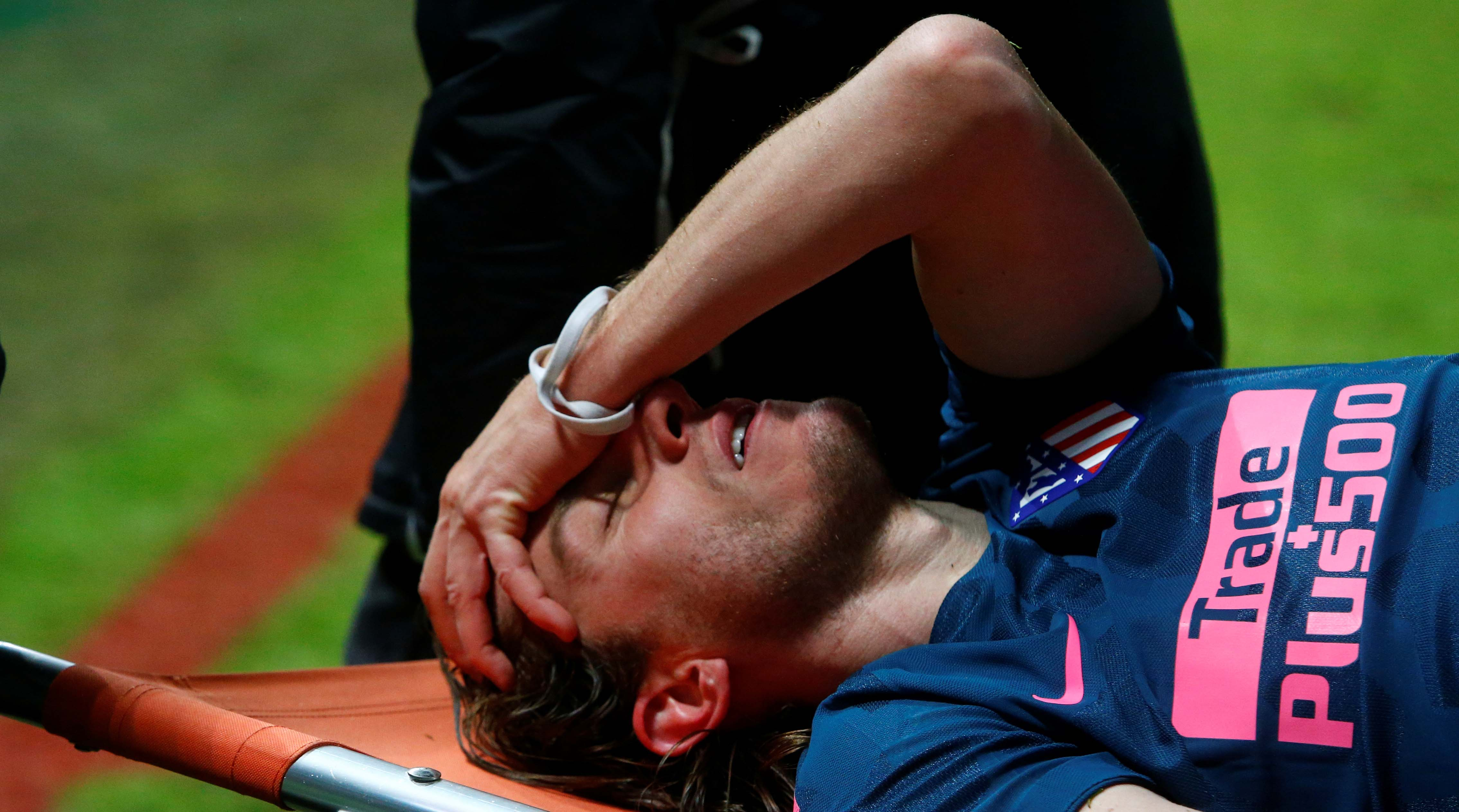 Atletico Madrid and Brazil defender Filipe Luis breaks leg, set to miss World Cup