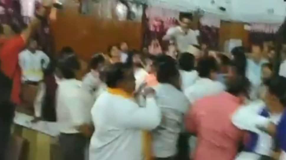 WATCH: BSP, BJP councillors get into scuffle during Meerut Nagar Nigam meeting