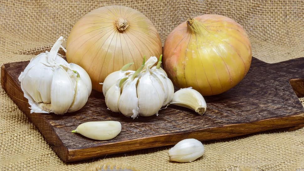 Why eating onion and garlic is prohibited during Navratri—Details inside