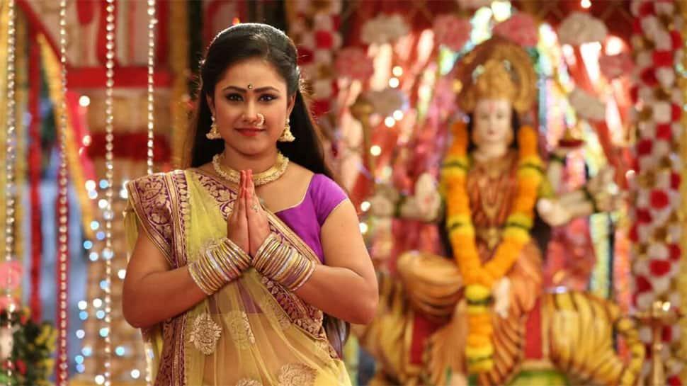 Bhojpuri actress Gargi Pandit turns TV anchor for Navratri special show—See pic