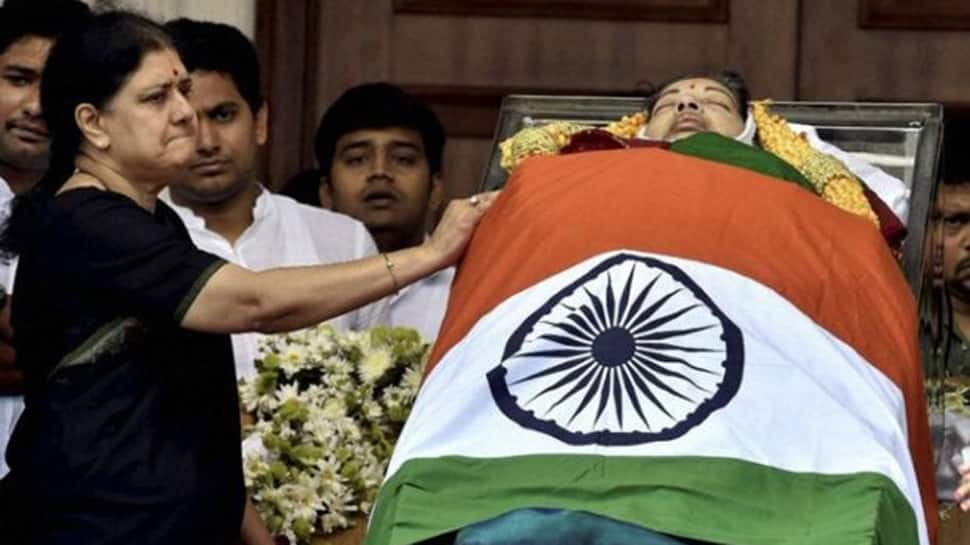 Sasikala recounts how Jayalalithaa fainted and was rushed to the hospital