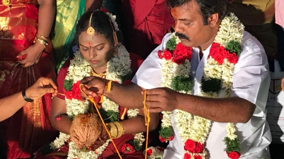 Tamil comedian Munishkanth marries Thenmozhi at Vadapalani Temple—See pics