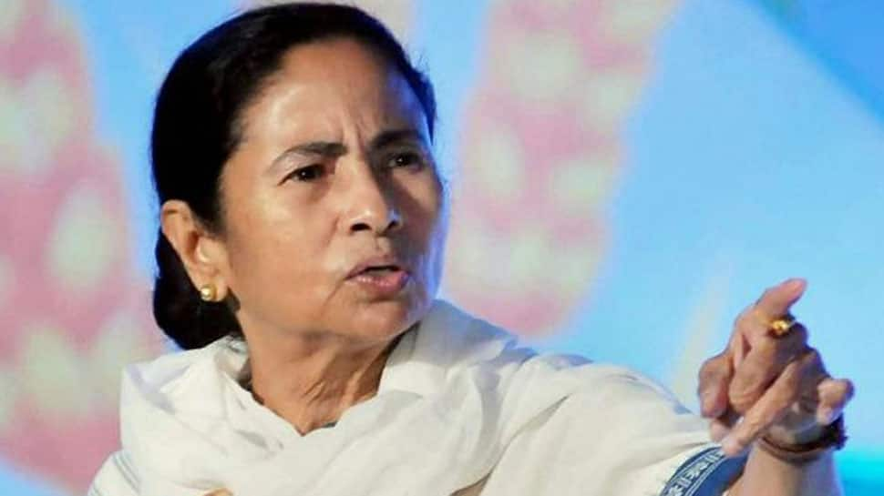 Mamata meets Kejriwal, gets backing of BJP 'rebels'