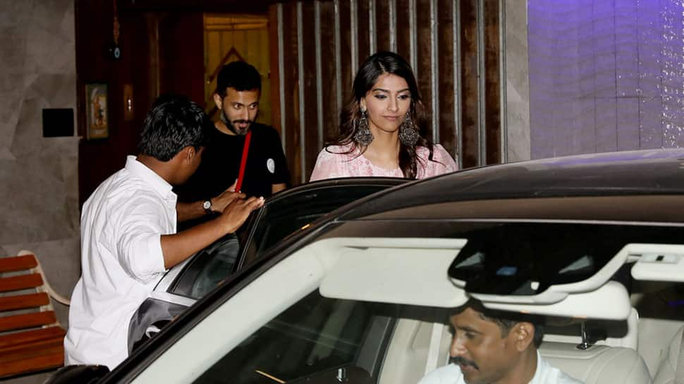 Sonam Kapoor spotted with beau Anand Ahuja in Mumbai, but it's her earrings that we are crushing on—Pics