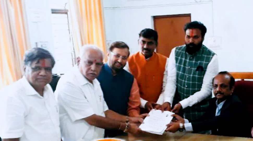 Karnataka Assembly elections 2018: BJP's B Sreeramulu files nomination from Badami, to take on CM Siddaramaiah