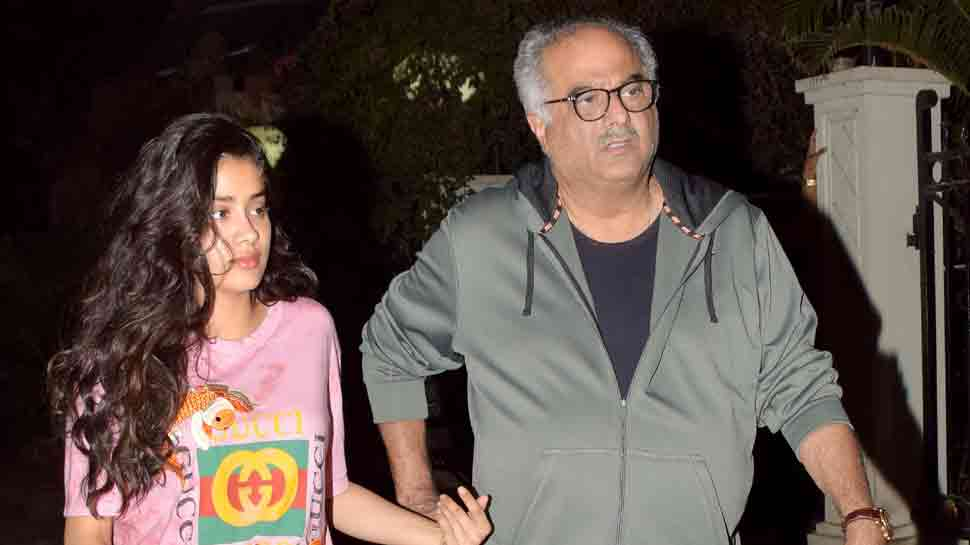 Janhvi Kapoor, father Boney clicked outside Arjun Kapoor's house — In pics