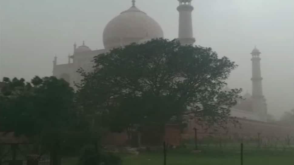 Massive dust storm hits Agra, tourists at Taj Mahal dash to take cover