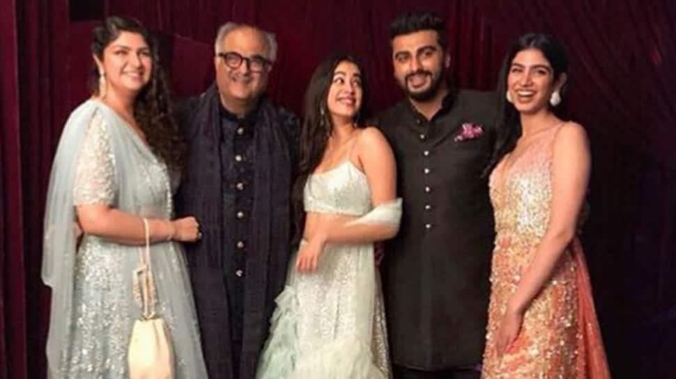 Arjun Kapoor's sister Anshula shares adorable family photo with father Boney, sisters Janhvi and Khushi — See pic