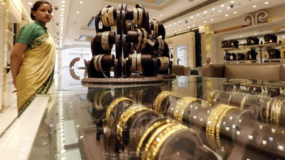 Gold prices spurt Rs 100 to two-week high of Rs 32,400 per 10 grams