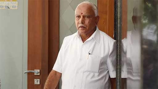 BS Yeddyurappa's convoy stopped and allegedly attacked ahead of the oath ceremony - WATCH