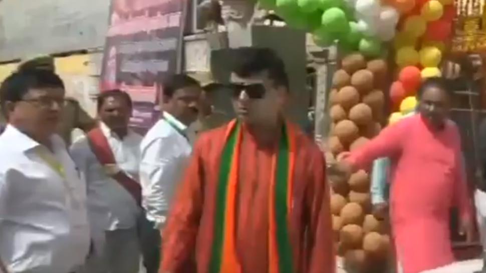 Caught on camera: BJP MLA Harshvardhan Bajpai threatens SP in Allahabad during Yogi Adityanath's event