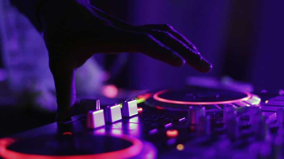 Don't play recorded music or face action: Delhi government tells restro-bars