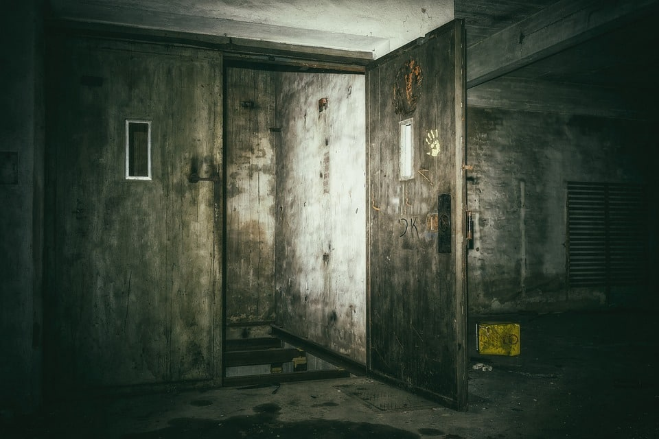 12-year-old boy gets stuck in apartment lift in Hyderabad, dies