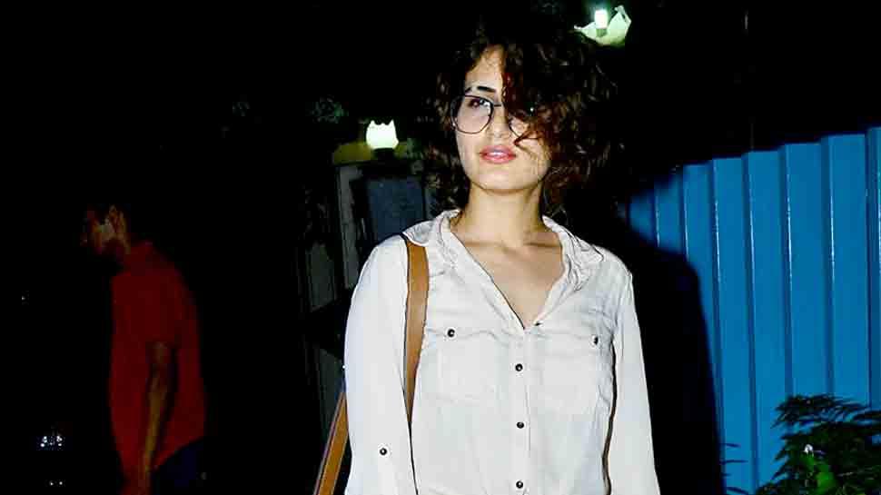 Fatima Sana Shaikh's latest hairdo, partially-shaved brow hint at new 'Thugs Of Hindostan' look? Pics inside