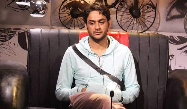 Bigg Boss 11 contestant Vikas Gupta lashes out at a troll for posting abusive comments on his niece's picture