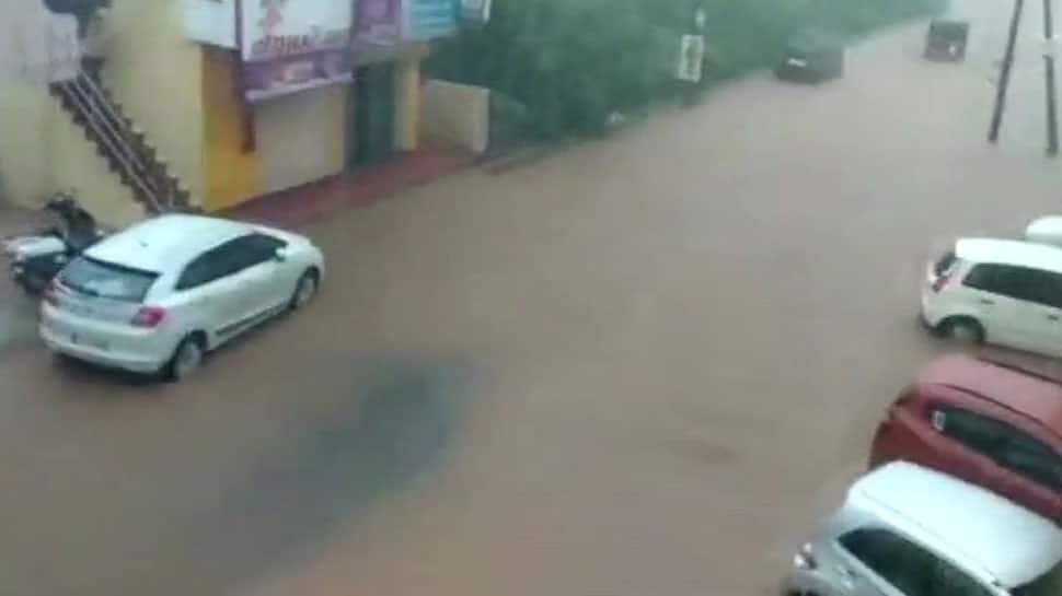 Heavy rains lash Mangalore, Udupi; schools to remain closed on Wednesday