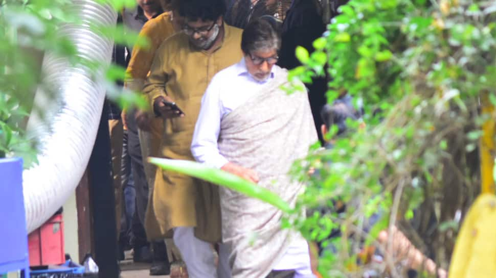 Spotted: Amitabh Bachchan shoots for an ad at Khar — See photos