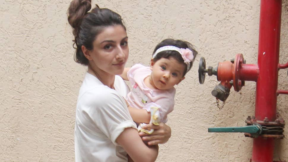 Inaaya Naumi Kemmu steps out with mommy Soha Ali Khan and the pics are unmissable!