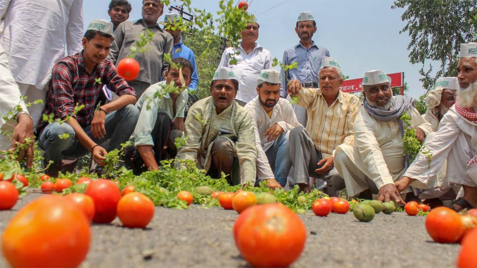 Mixed response on day four of farmers' stir; prices of agricultural produce rise in some urban areas