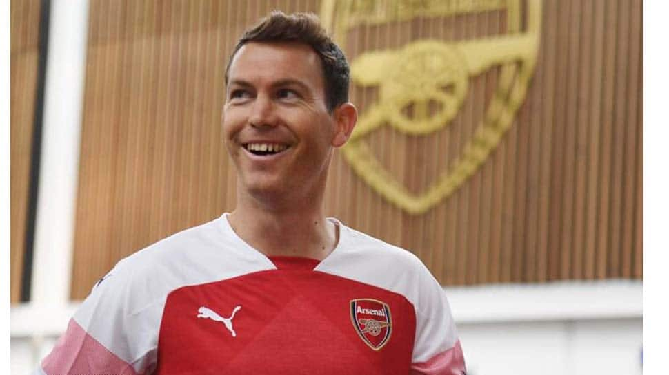 Arsenal sign Swiss defender  Stephan Lichtsteiner from Italian champions Juventus