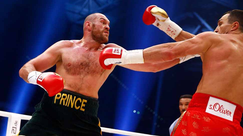 Former heavyweight champion Tyson Fury wins on boxing comeback