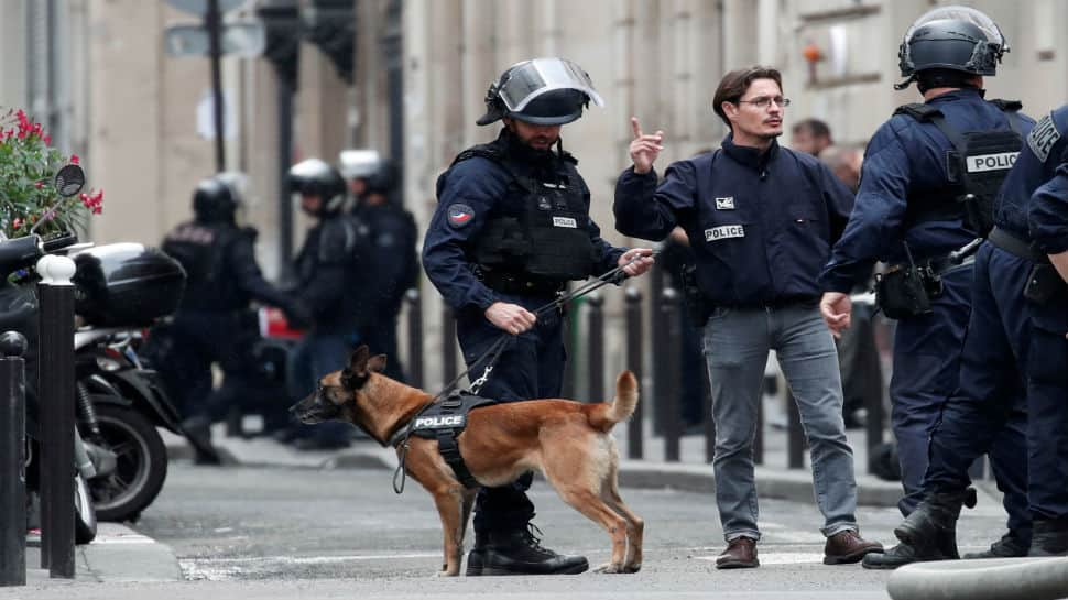 Man arrested after taking two persons hostage in central Paris