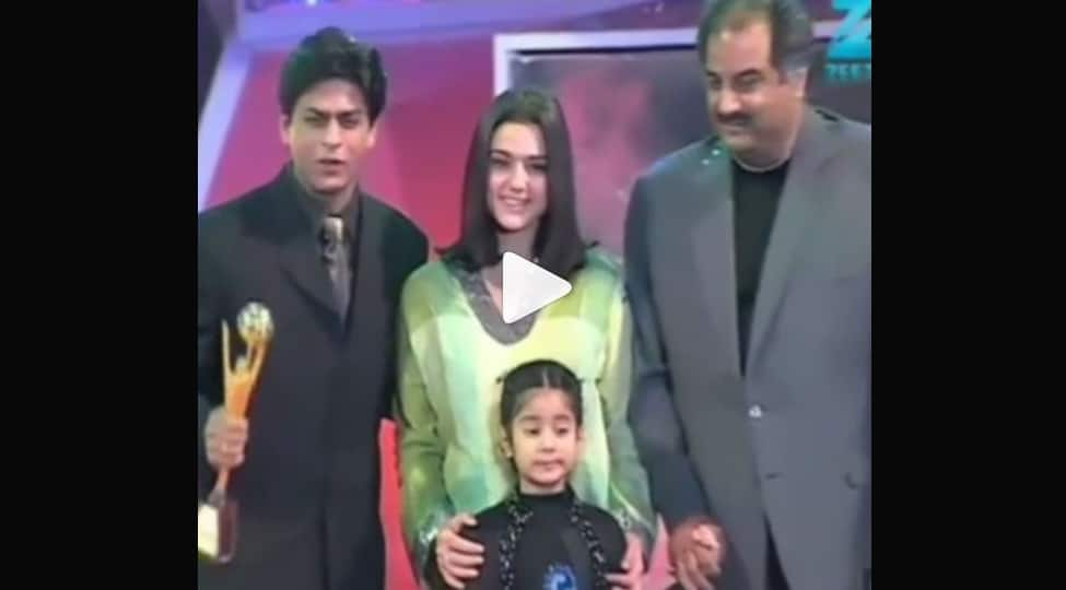 When little Janhvi Kapoor gave the Best Actor Award to Shah Rukh Khan-Watch