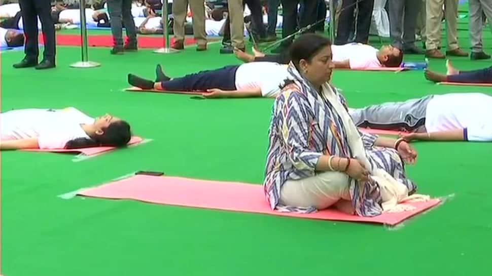 4th International Yoga Day:Union minister Smriti Irani ,Chief Minister Manohar Lal Khattar perform asanas