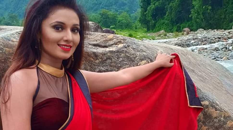 When Bhojpuri sirens Arya Bhardwaj, Mani Bhattacharya put a wedding garland around each other's neck