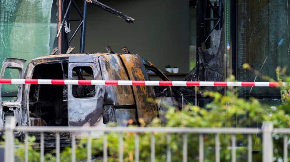 Van drives into head office of Dutch newspaper De Telegraaf, shatters its glass facade