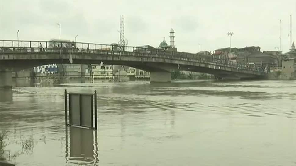 Jhelum continues to flow above danger mark; Rajnath Singh dials J&K Governor