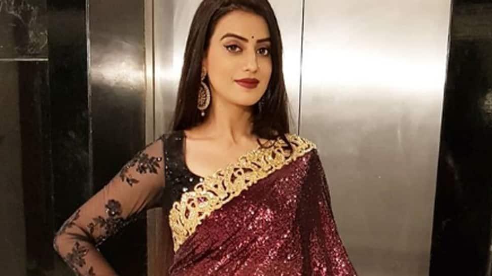 Bhojpuri actress Akshara Singh looks beautiful in a saree —See pics