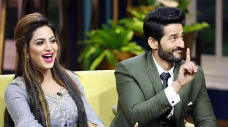 Bigg Boss 11 contestants Hiten Tejwani and Arshi Khan are back and how! Watch video
