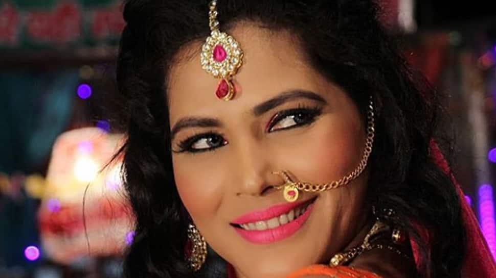 Bhojpuri item girl Seema Singh announces marriage plans, engagement date to be out soon
