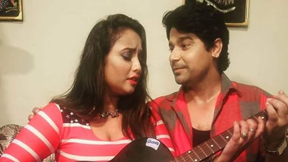 Bhojpuri sizzler Rani Chatterjee shares picture with Rajnikanth Shukla