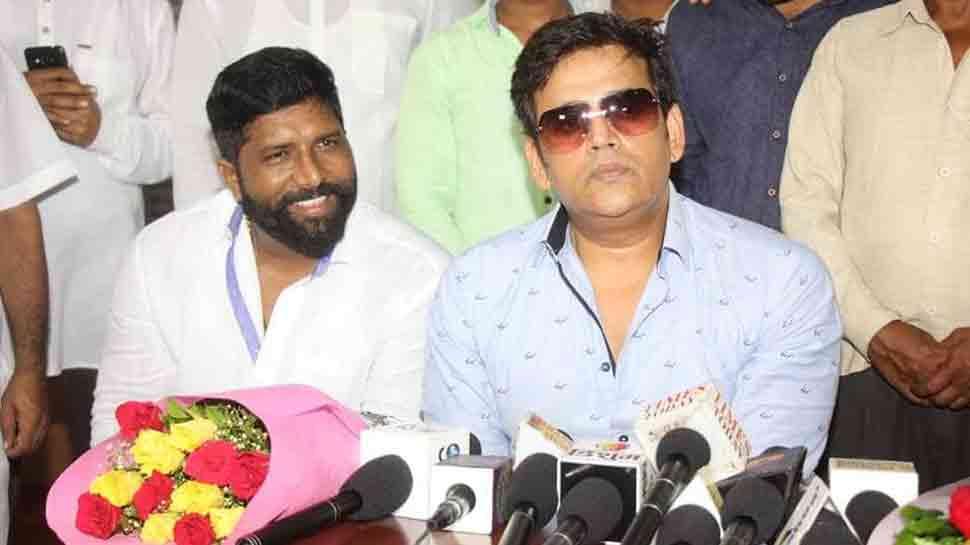 Bhojouri star Ravi Kishan turns 49, gets honoured by Pappu Yadav