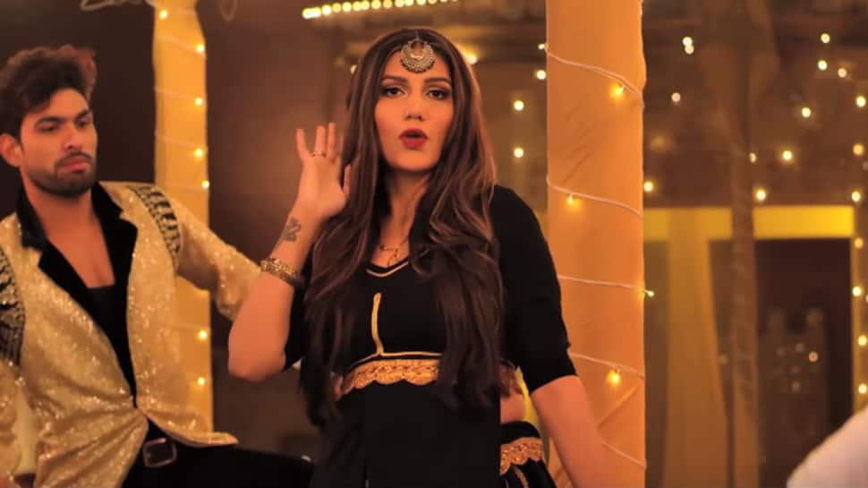 Sapna Choudhary's nagin dance on Billori Akh sets internet on fire-Watch