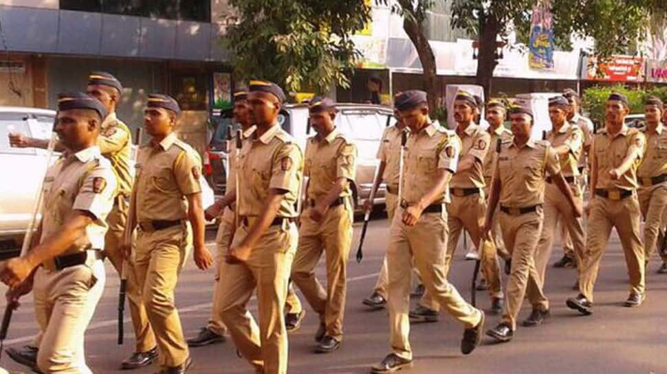Mob attacks policemen after teenager dies in Mumbai hospital