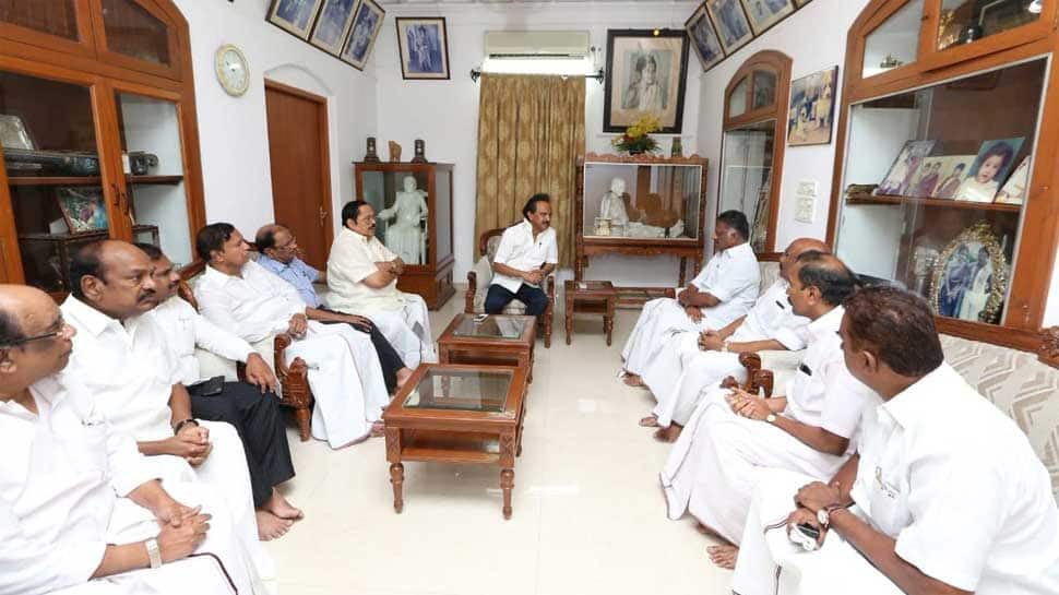 Kamal Hassan, Panneerselvam visit M Karunanidhi's residence to enquire about DMK patriarch's health