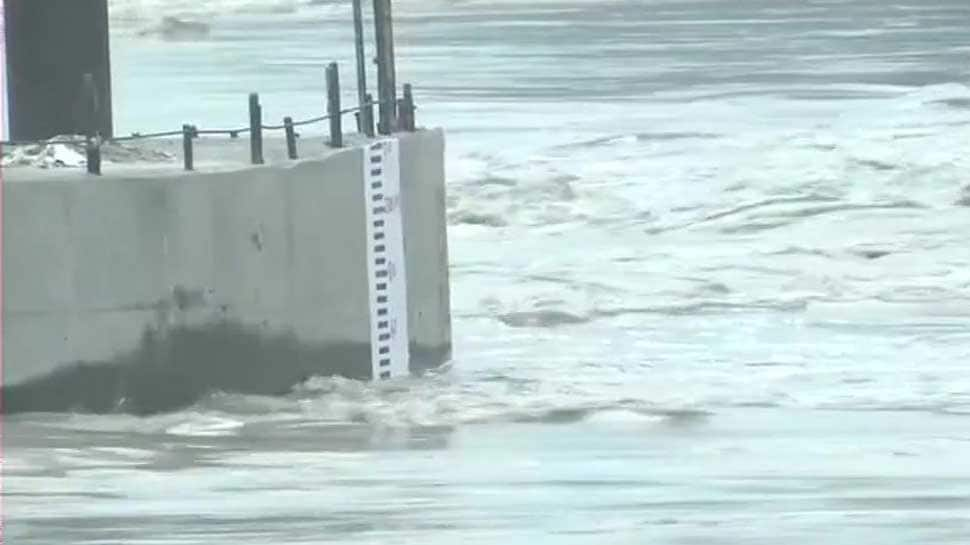 Flood threat looms as Yamuna crosses danger mark in Delhi; Kejriwal convenes emergency meet