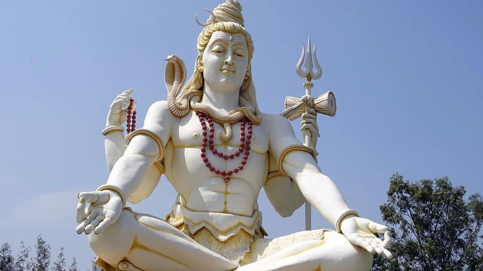 Shravan 2018: Sudarsan Pattnaik pays sand art tribute to Lord Shiva on first Monday of Sawan