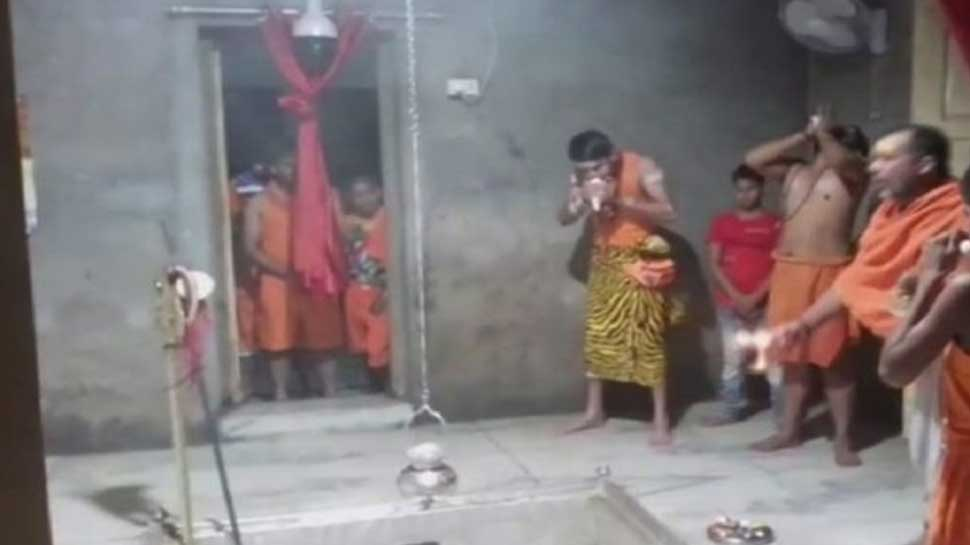 After Lord Krishna, Tej Pratap Yadav appears as 'Rudravatar', offers prayers at Shiva temple